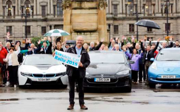 Robert Llewellyn, in George Square, Glasgow, to wave off EST's EV Rally, in September 2015. (Source: Energy Saving Trust, Scotland)