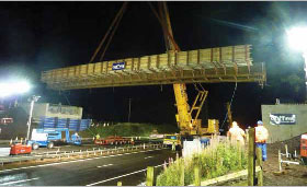 Lifting of the steel girders at M9 Chartershall Bridge